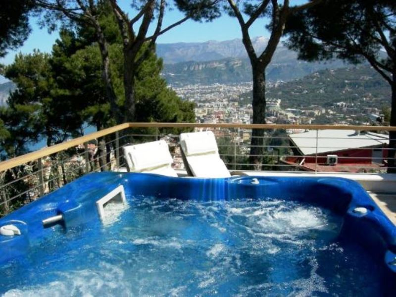 Sorrento villa with pool